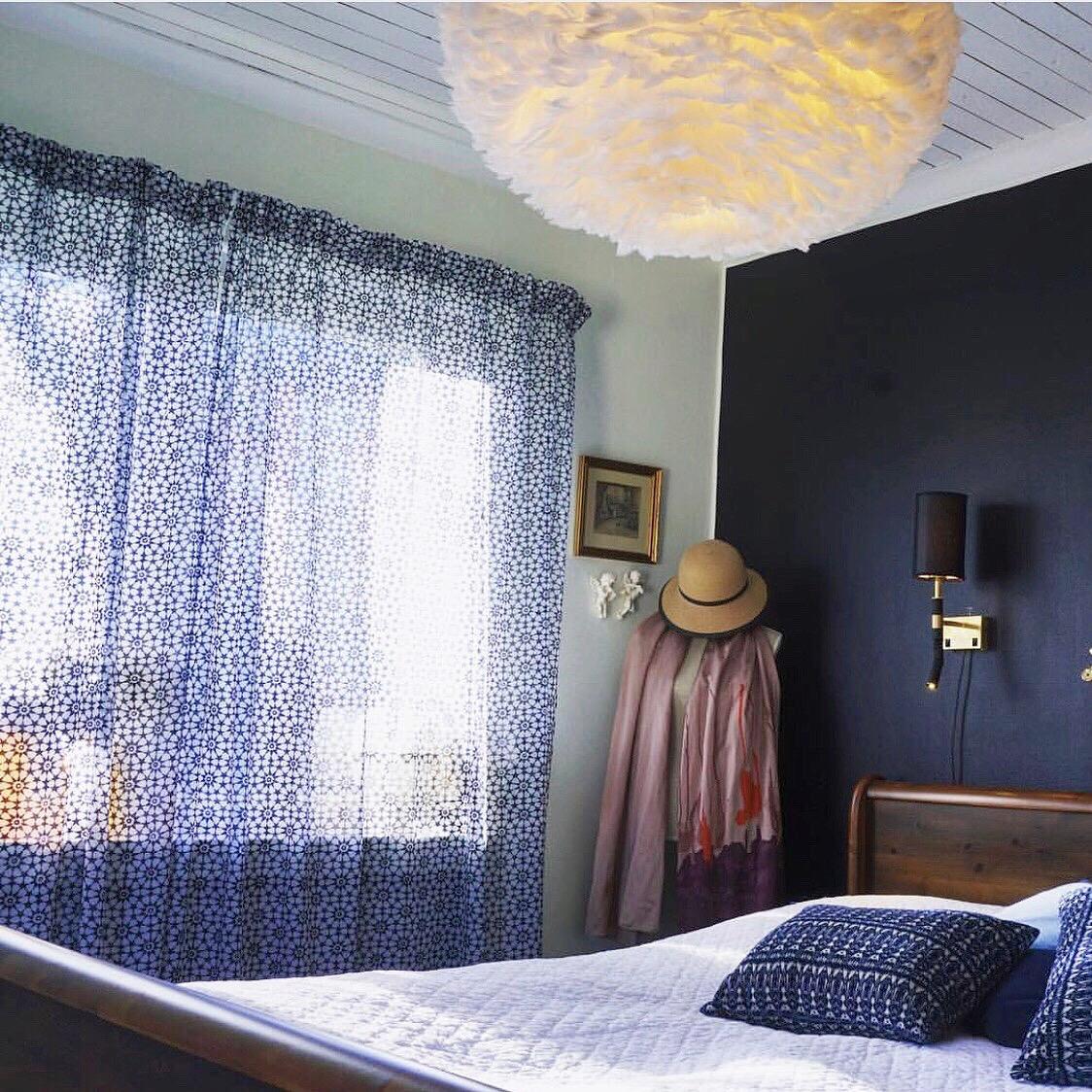 Tunna gardiner släpper igenom dagsljus på ett behagligt sätt