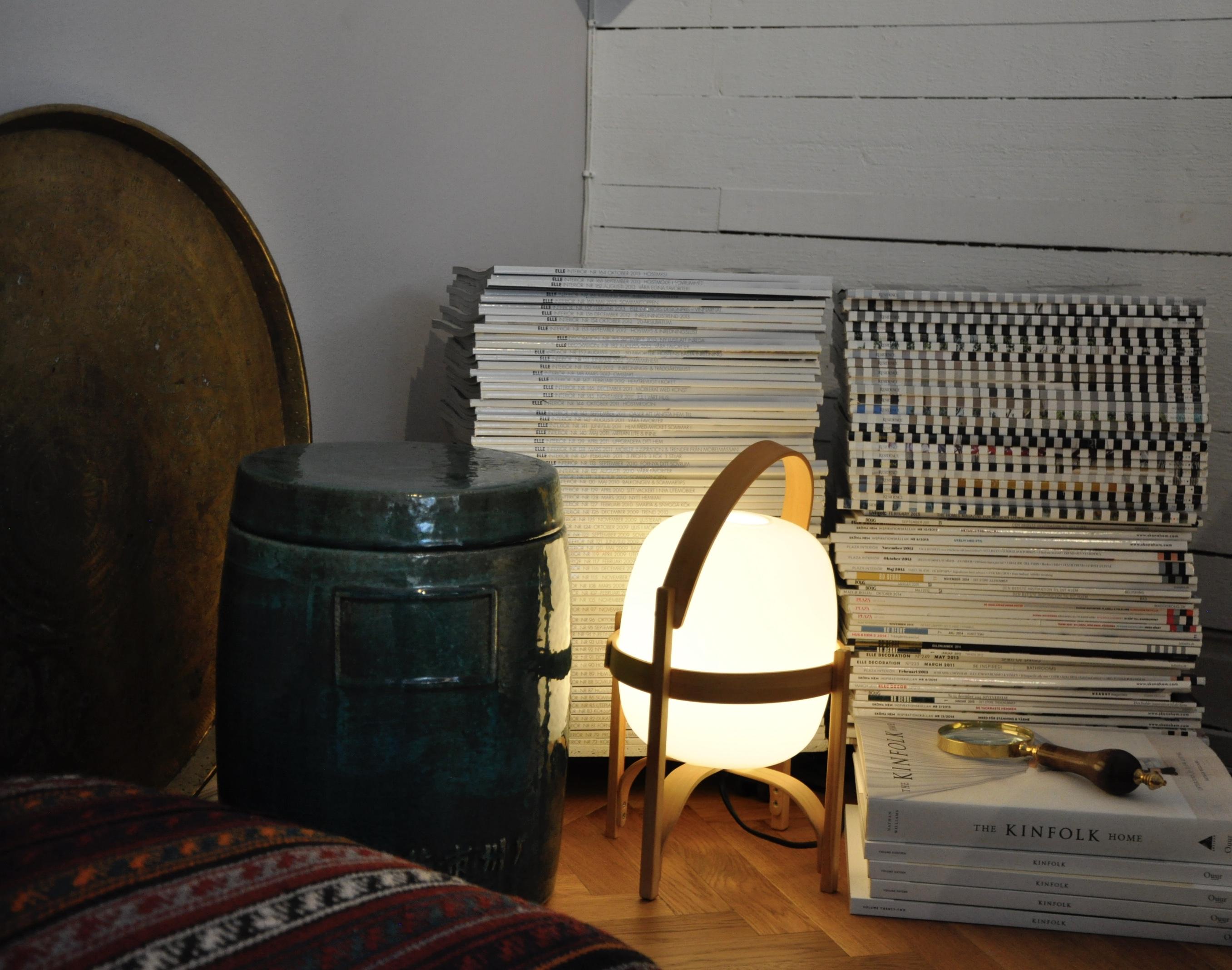 Belys hörnen, de behöver extra uppmärksamhet. En bordslampa på golvet kan göra skillnad.